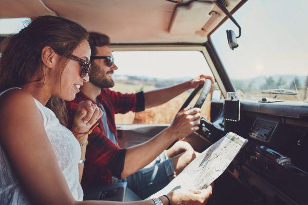 onderweg tijdens een avontuurlijke vakantie met een volkswagen camper