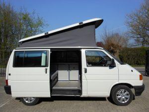 volkswagen t4 camper met hefdak in de kleur wit