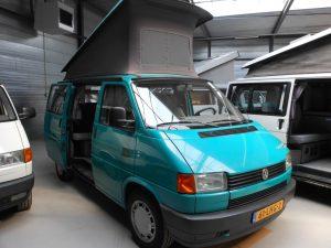 volkswagen t4 camper in de kleur groen